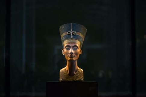H Αίγυπτος εξετάζει προκλητική θεωρία για τον τάφο της Νεφερτίτης