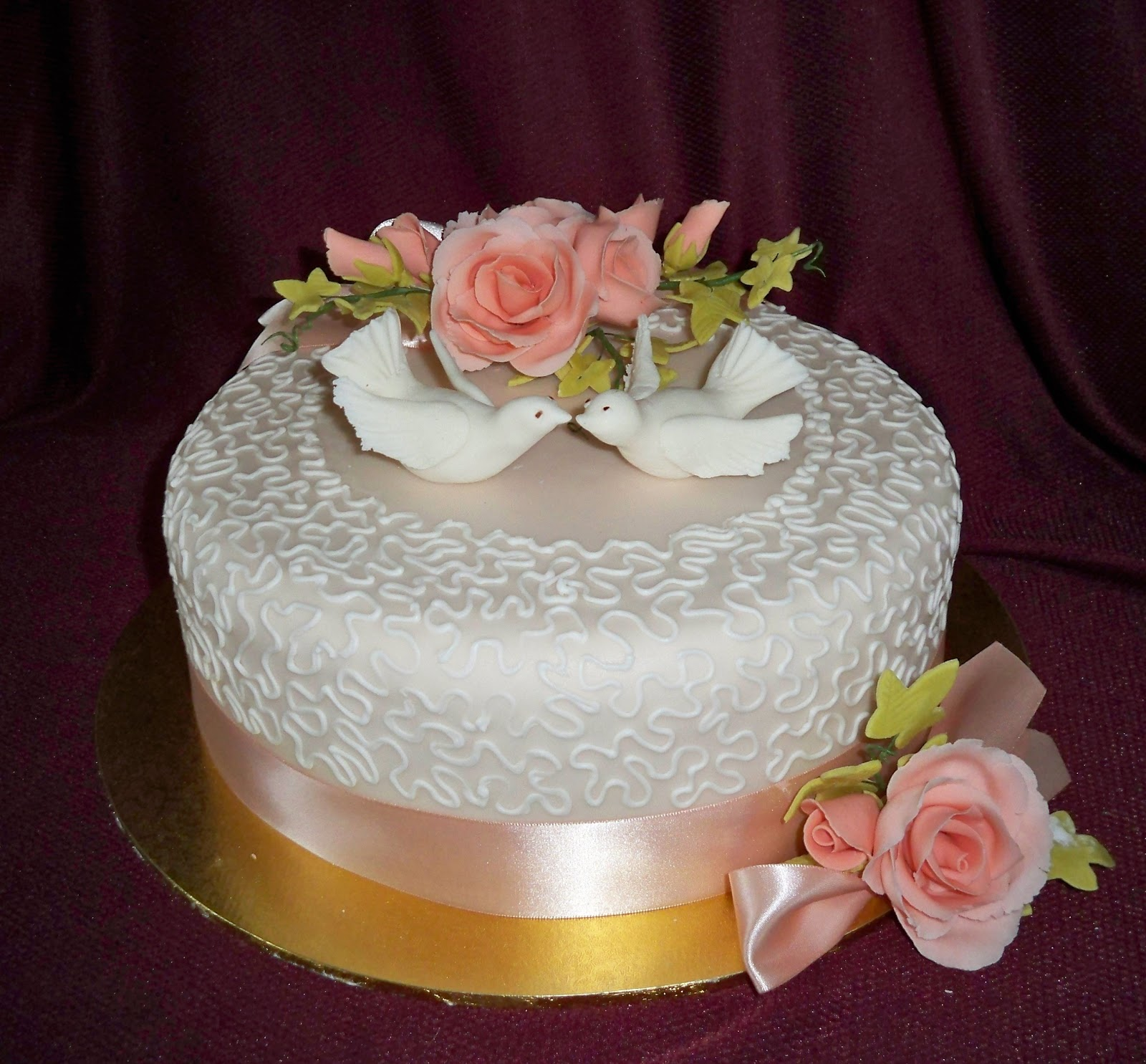 Doves and roses wedding cake