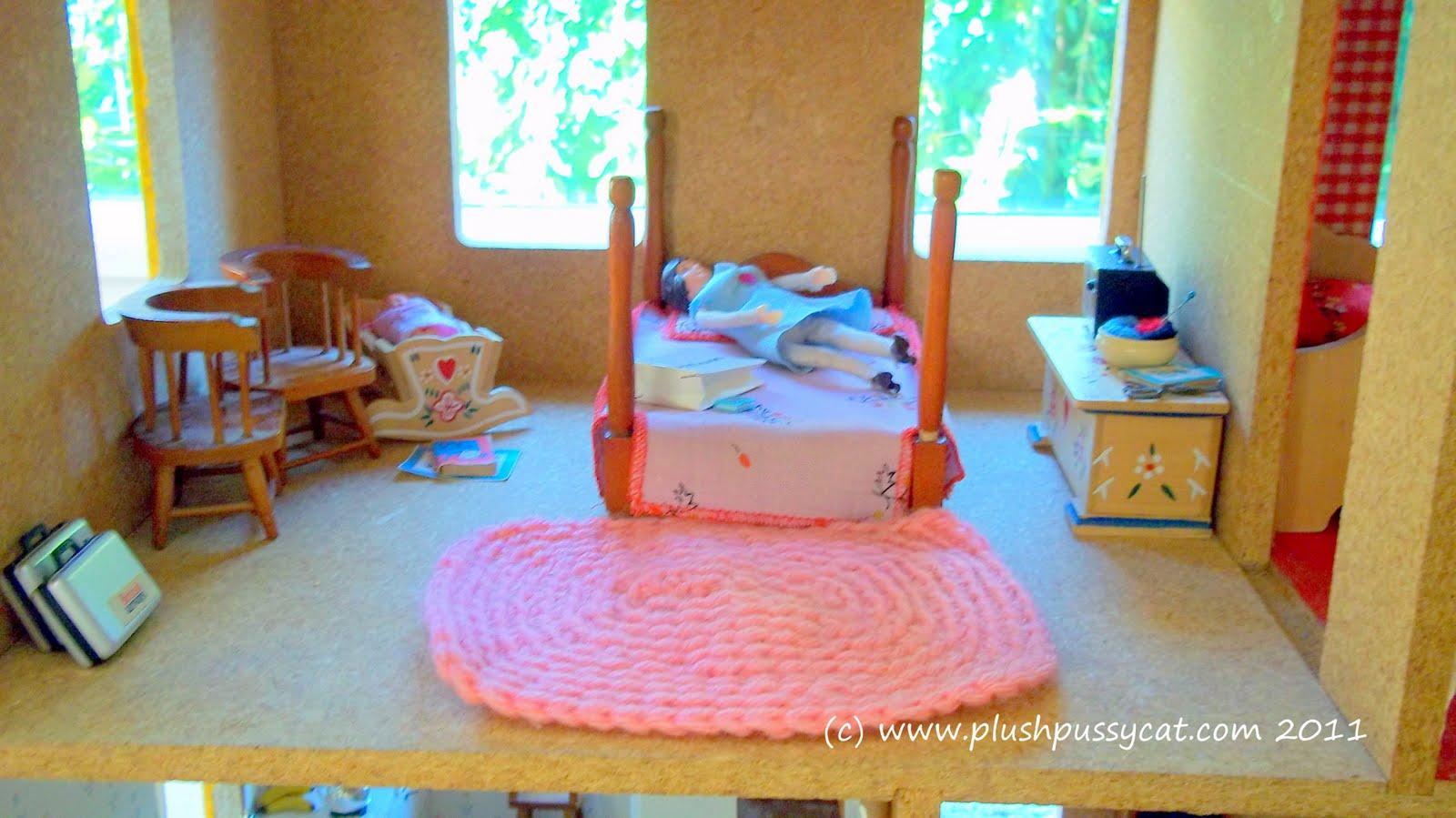 http://1.bp.blogspot.com/-9zoocRSmgj8/ThekMdeaUoI/AAAAAAAAAqY/n9SpXk0APNU/s1600/1970s+dollhouse+masterbedroom.JPG