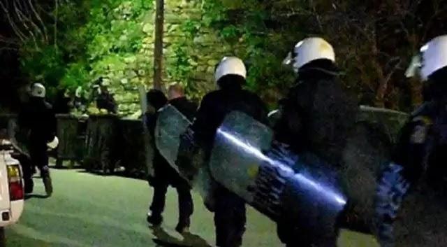 Βίντεο: Ολονύκτιες συμπλοκές μεταναστών στη Χίο