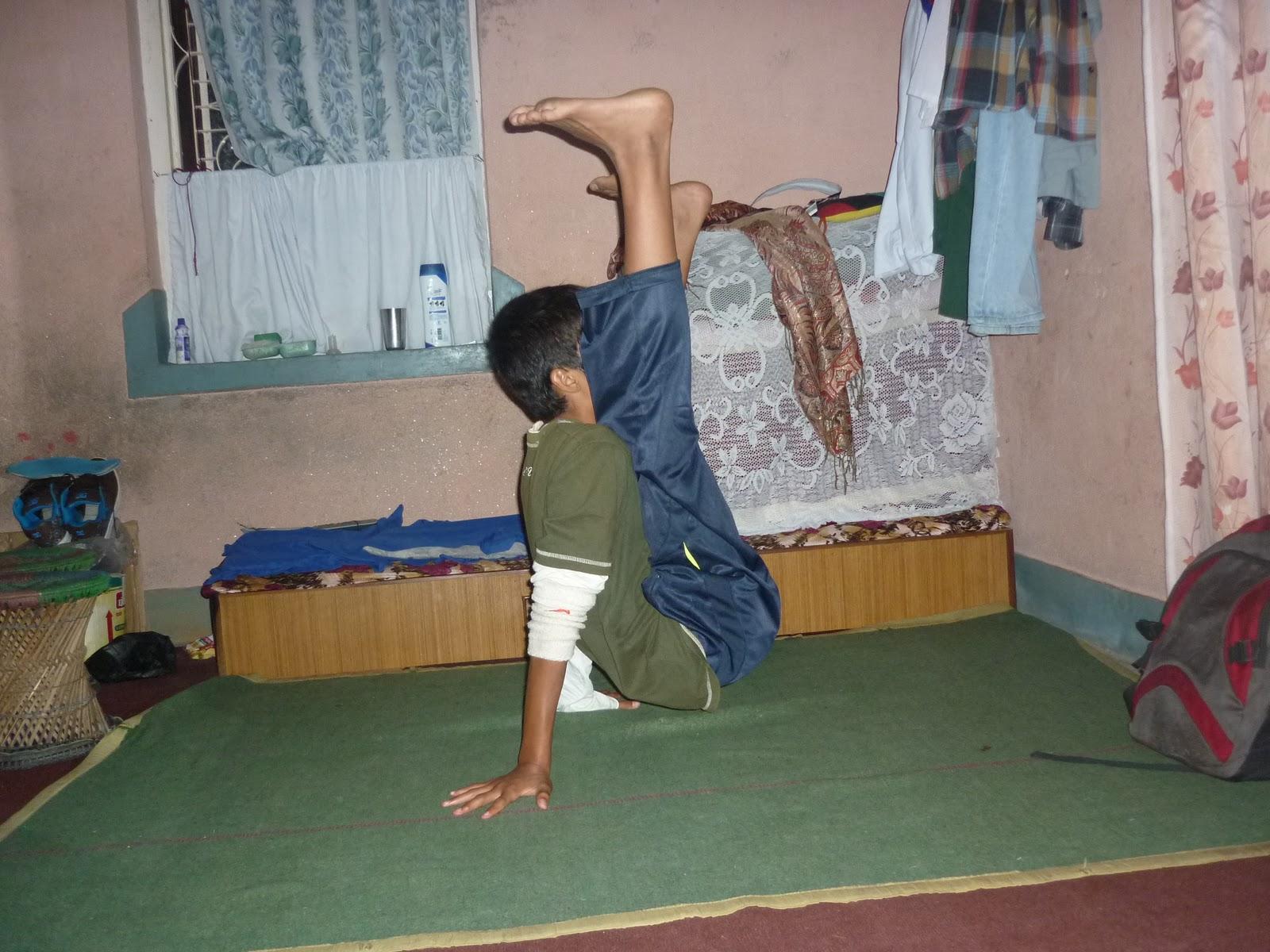 B boying step for beginner b boying tutorials how to do b boying b boy deyanaddick blog owner doing b boying worlds top b boy addick baditri Image collections