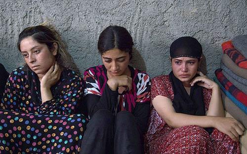 """""""Phá trinh"""" nữ tử tù trước khi hành hình ở IRAN 8"""