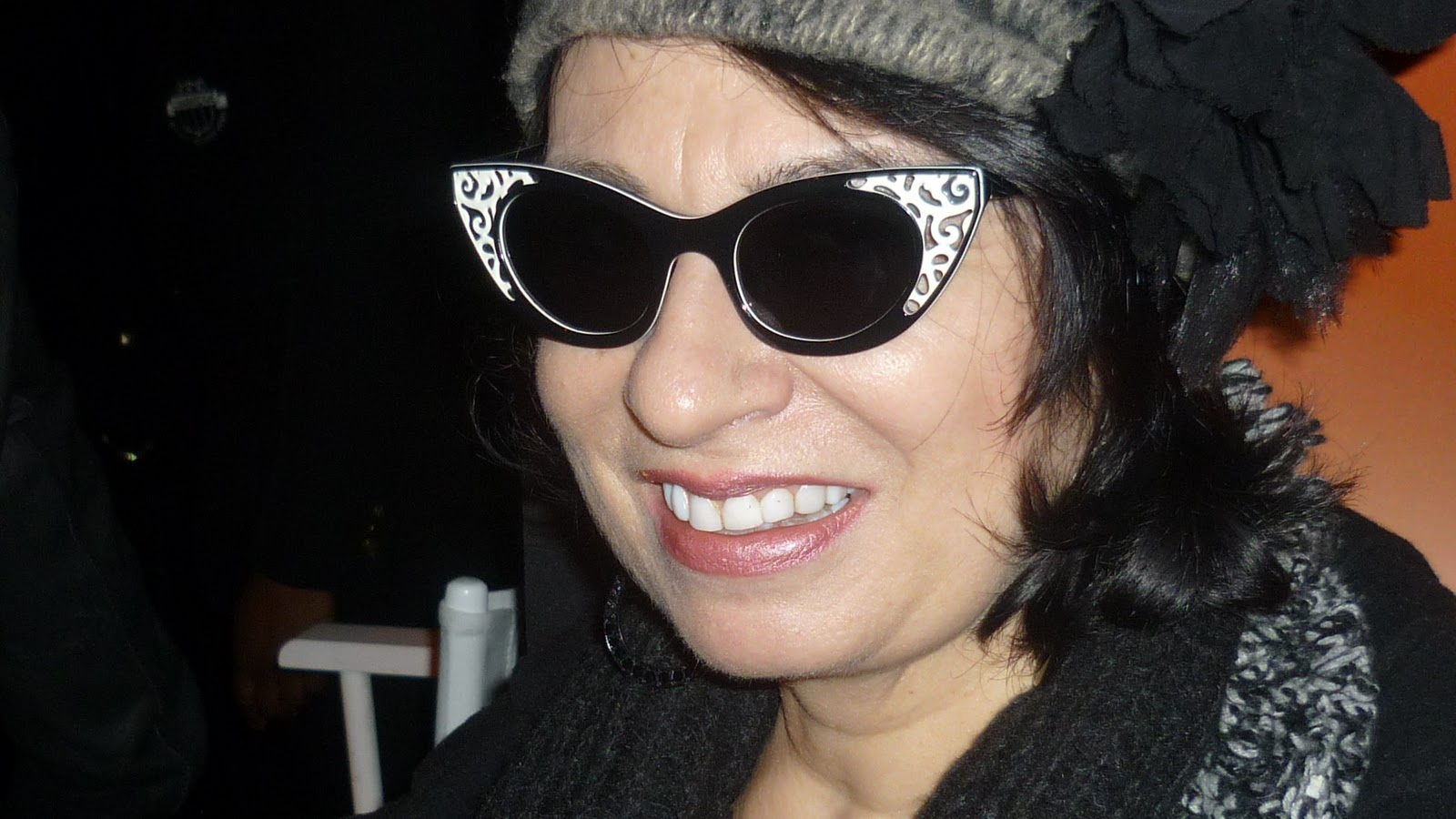 http://1.bp.blogspot.com/-A-P97B12h8c/TWR-KdnYBkI/AAAAAAAADI4/HvQobYlIyLM/s1600/Anneinpolaroids.JPG