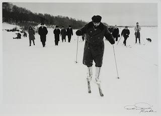 Fidel Aprendiendo a Esquiar en Rusia (1962) by Korda