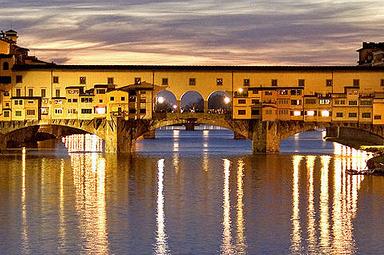 Ponte Vecchio (Jembatan Tertua dan Terkenal) Italia