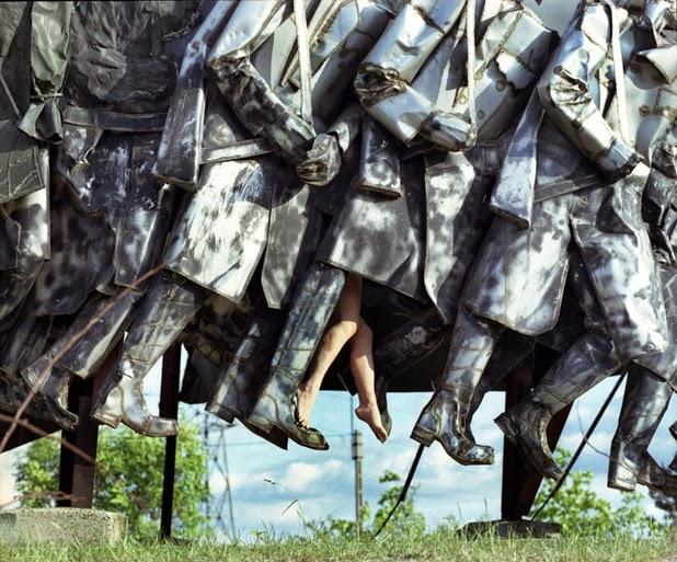 Interagindo com esculturas por Liane Lang