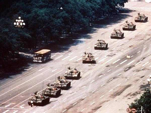 Hombre frente a los Tanques Plaza de Tiananmén 1989