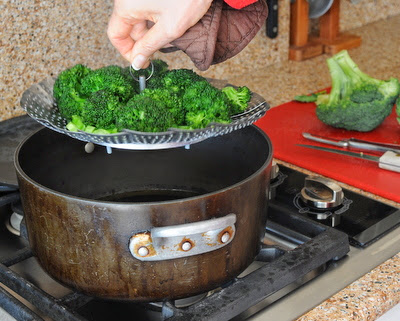 How to steam broccoli, step-by-step photos and three important tricks