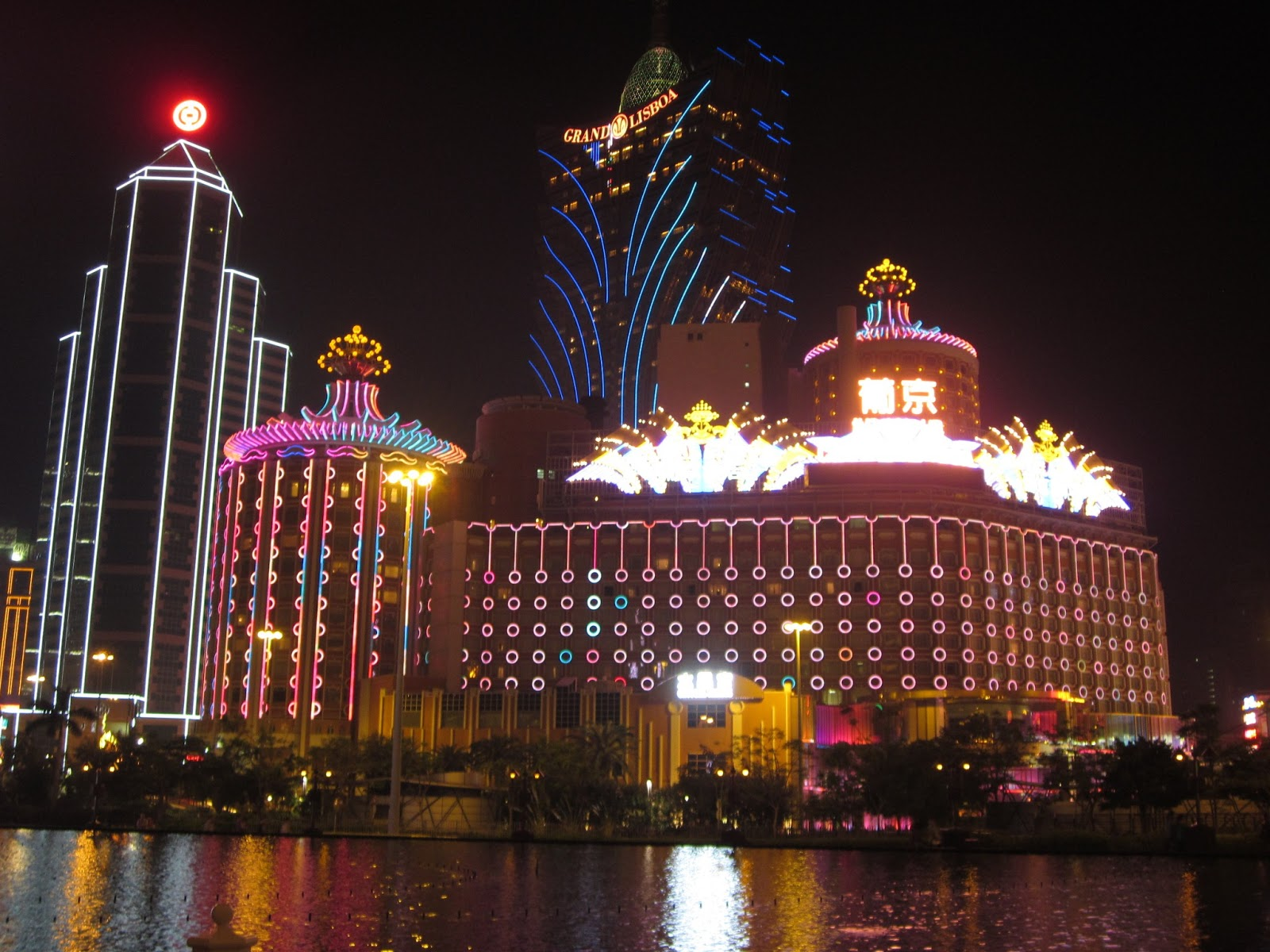 floating dragon casino macau