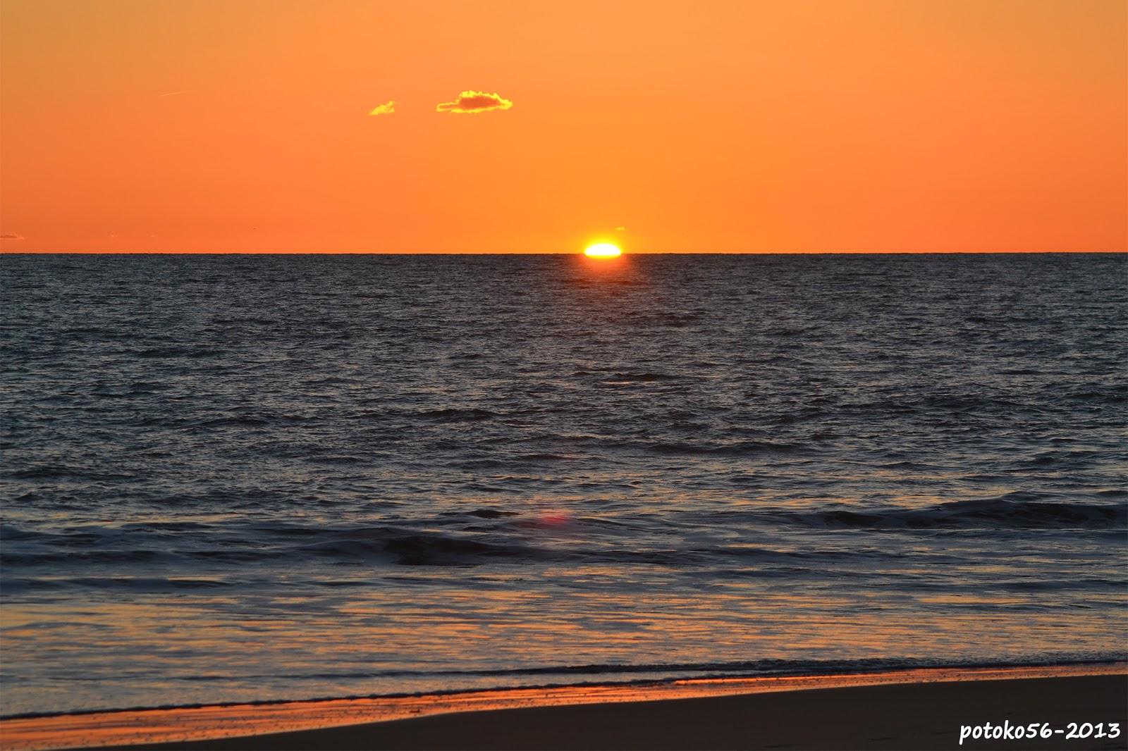 Nube Solitaria Puesta de Sol Rota