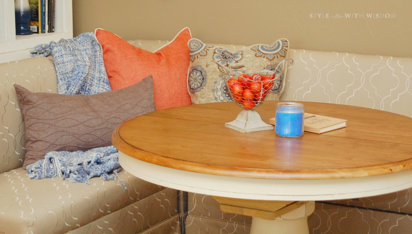 Breakfast Nook L shaped bench round table
