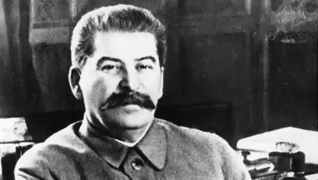 Αναμνηστική πλάκα του Στάλιν εξοργίζει τους νομικούς