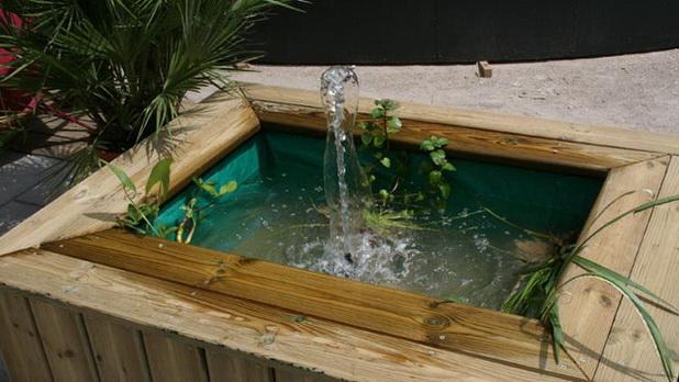 id es cr atives pour cr er une zone d 39 eau d corative dans votre jardin d cor de maison. Black Bedroom Furniture Sets. Home Design Ideas