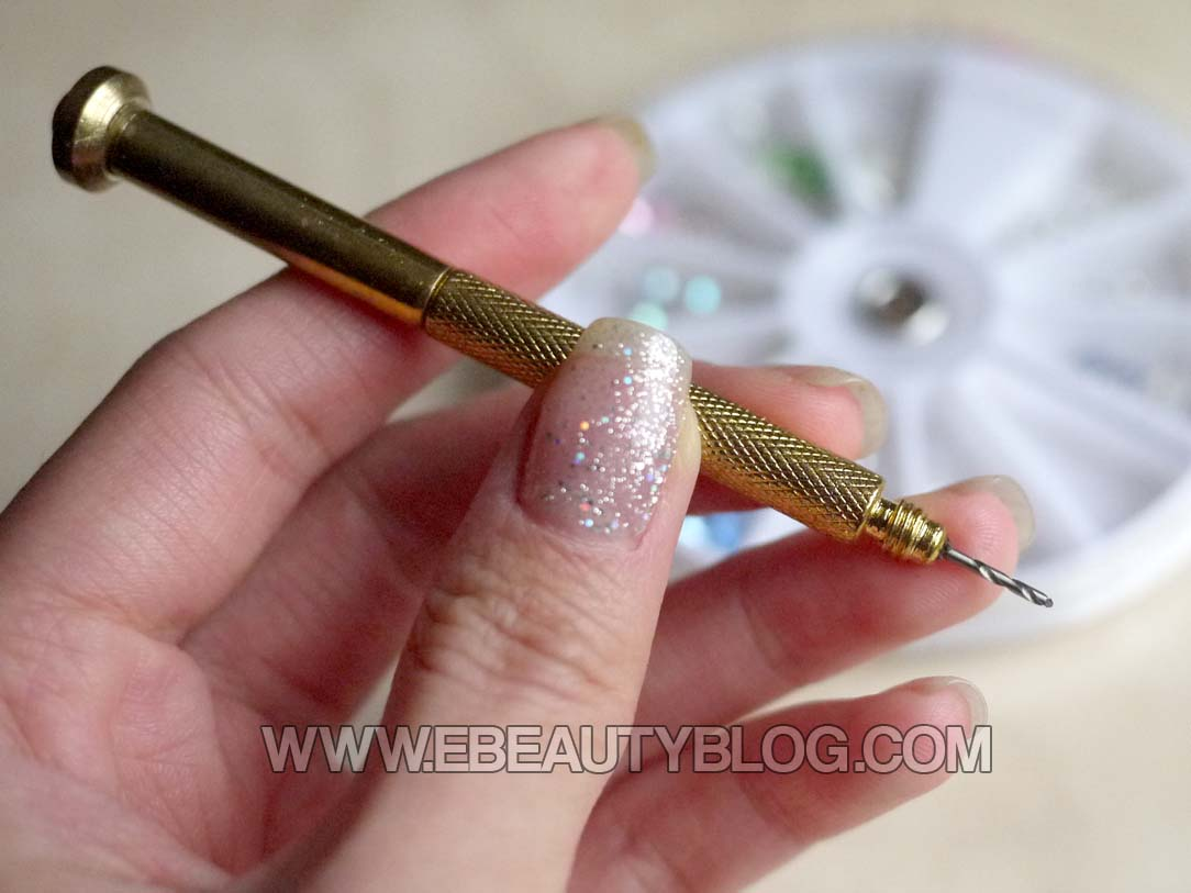 EbeautyBlog.com: Nail Dangles - Jewelry