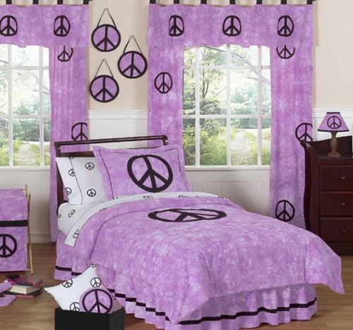 Simple  bedroom decoration and the ways in which you can enhance the look of your room by using the shade purple and including it in various themes and designs