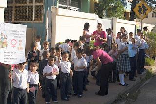 Niños colegio de Alma Rosa  participan en jornada por la no violencia y se suman a campaña del millón de firmas