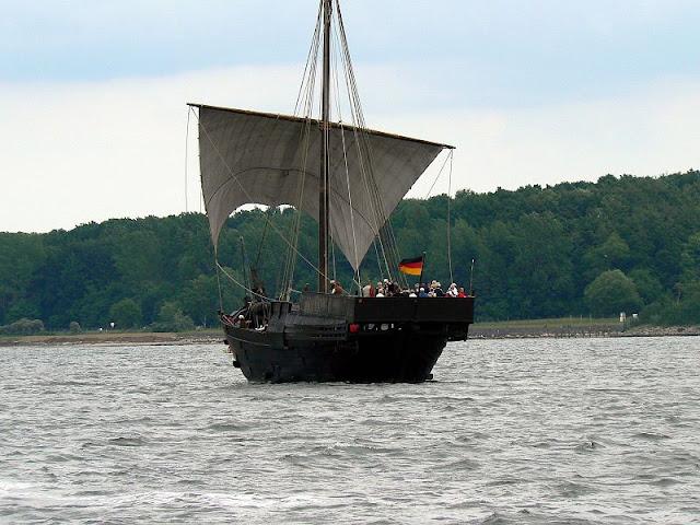 Gambar Kapal Layar Cog lagi berlayar