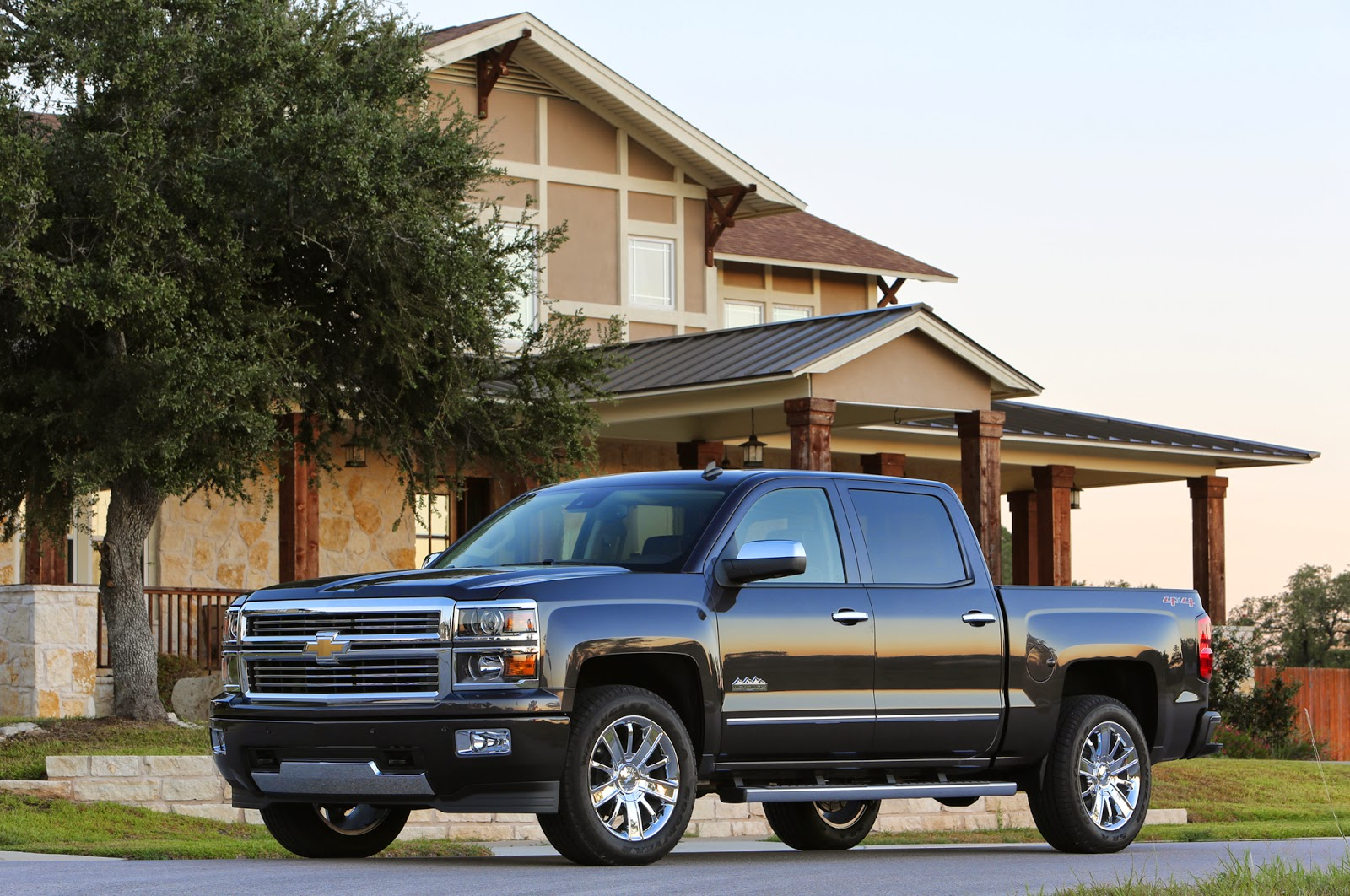 How To Use Chevrolet Collision Alert in the 2014 Silverado