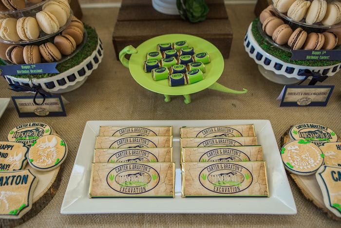 Mesa dulce de dinosaurios / candy bar dinosaurios /Event planner Habitan2