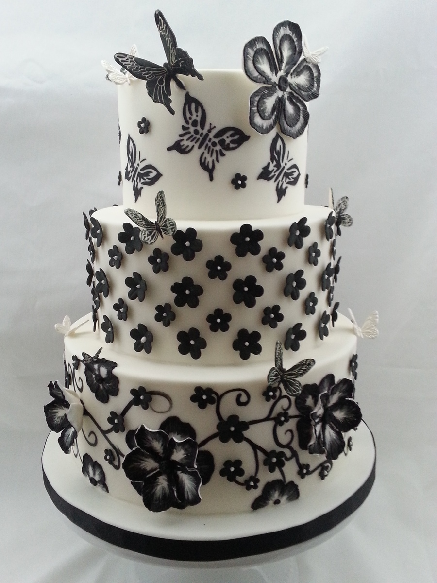 The sensational cakes very nice and elegant black and white very nice and elegant black and white combination flowers and butterflies theme wedding cake hand painted and carved flowers pattern for reference mightylinksfo