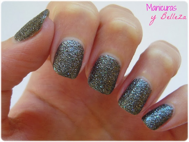 manicura en blanco y negro uñas decoradas musicales nail art nails music black and white Essence 165 heres my number
