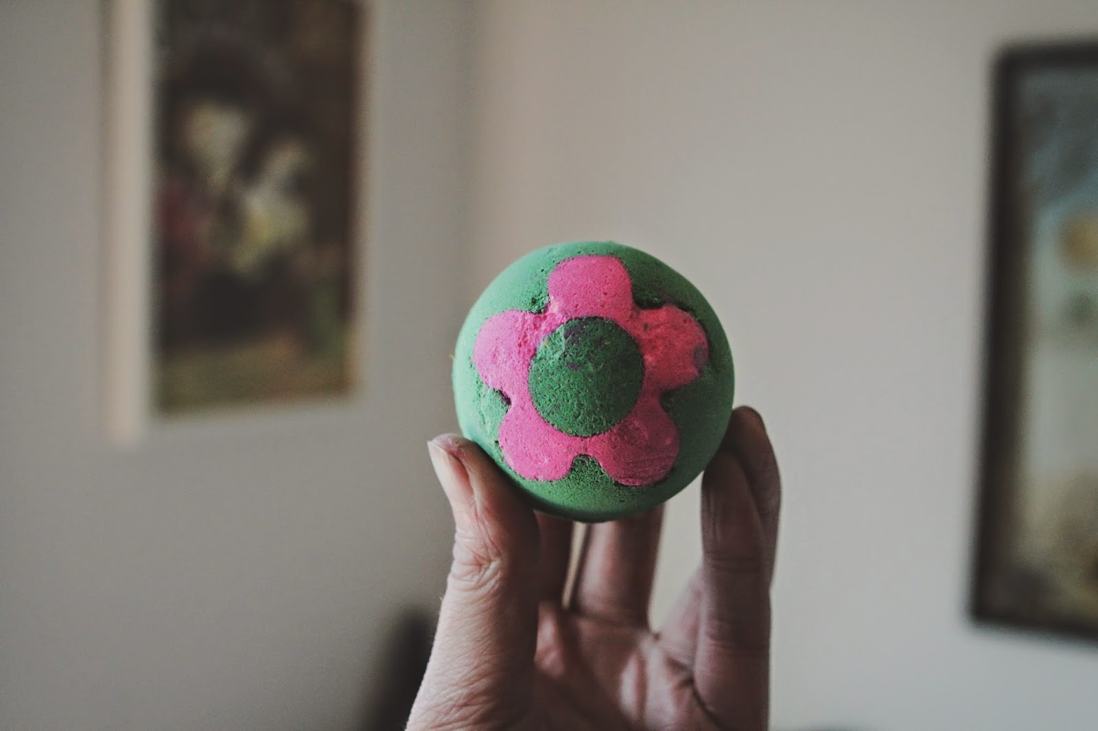 https://www.lush.co.uk/products/bath-bombs/secret-garden