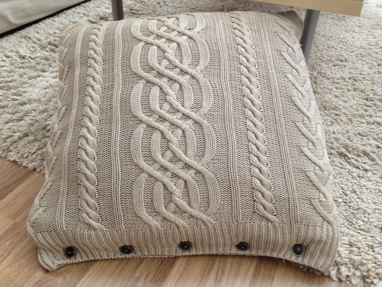 poduszka ze swetra