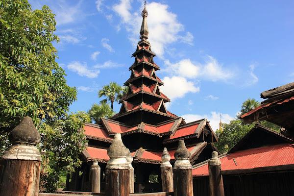 Monasterio Bagaya Kyaung en Ava (Myanmar)