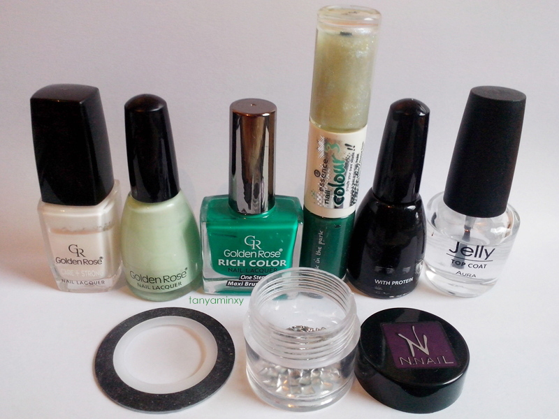 Green Gradient Squares Nails