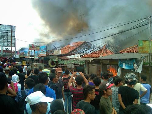foto kebakaran pasar kertasemaya 8
