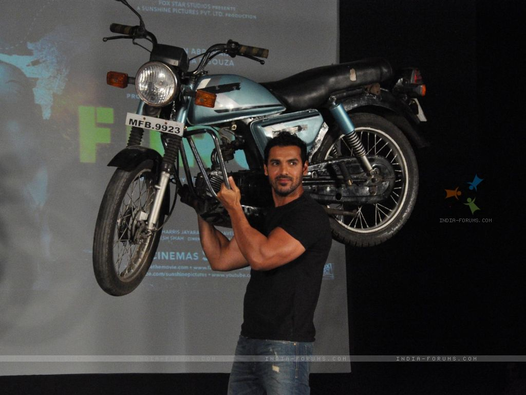http://1.bp.blogspot.com/-A26G-B5H8eQ/TxT3RxHrgBI/AAAAAAAAAe4/pGZZM8TwpZQ/s1600/161269-john-abraham-holds-up-bike-during-the-promotion-of-their-film-f.jpg