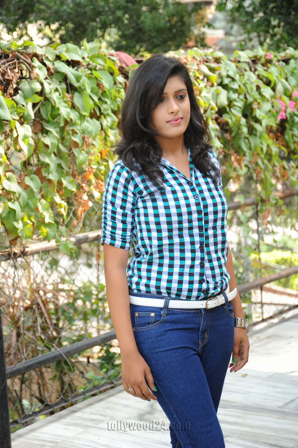 Liza reddy glam pix in jeans-HQ-Photo-1
