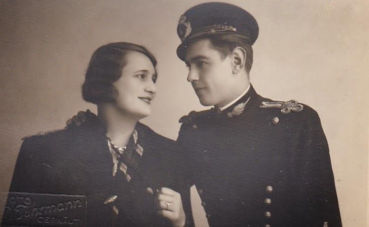Cuplu pozand in uniforma - Cernauti 1929