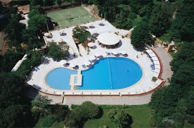 hilton-oteli-istanbul-açık-yüzme-havuzu