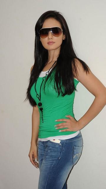 Sana Khan Sexy Photos