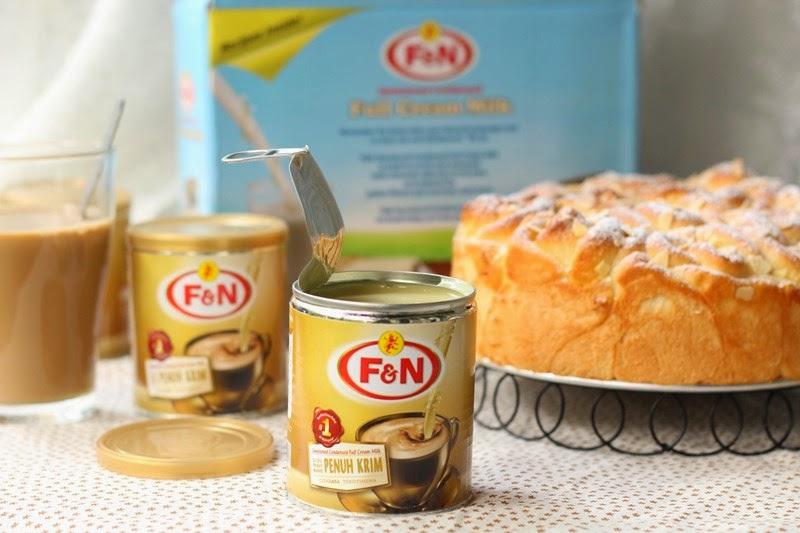 f&n full cream sweetened condensed milk & rose shape japanese condensed milk bread 全脂炼奶