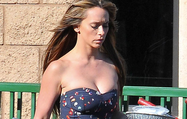 The client list hot hollywood actress jennifer love hewitt exposing hot boobs deep cleavage walking in hot blue dress