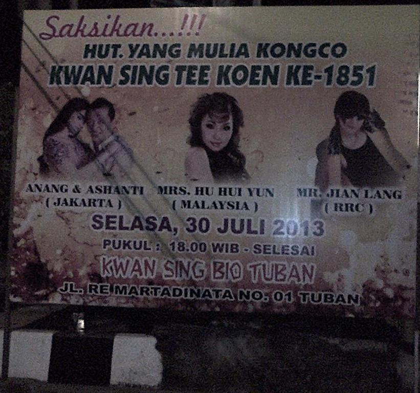 Banner acara perayaan di TITD Kwan Sing Bio Tuban