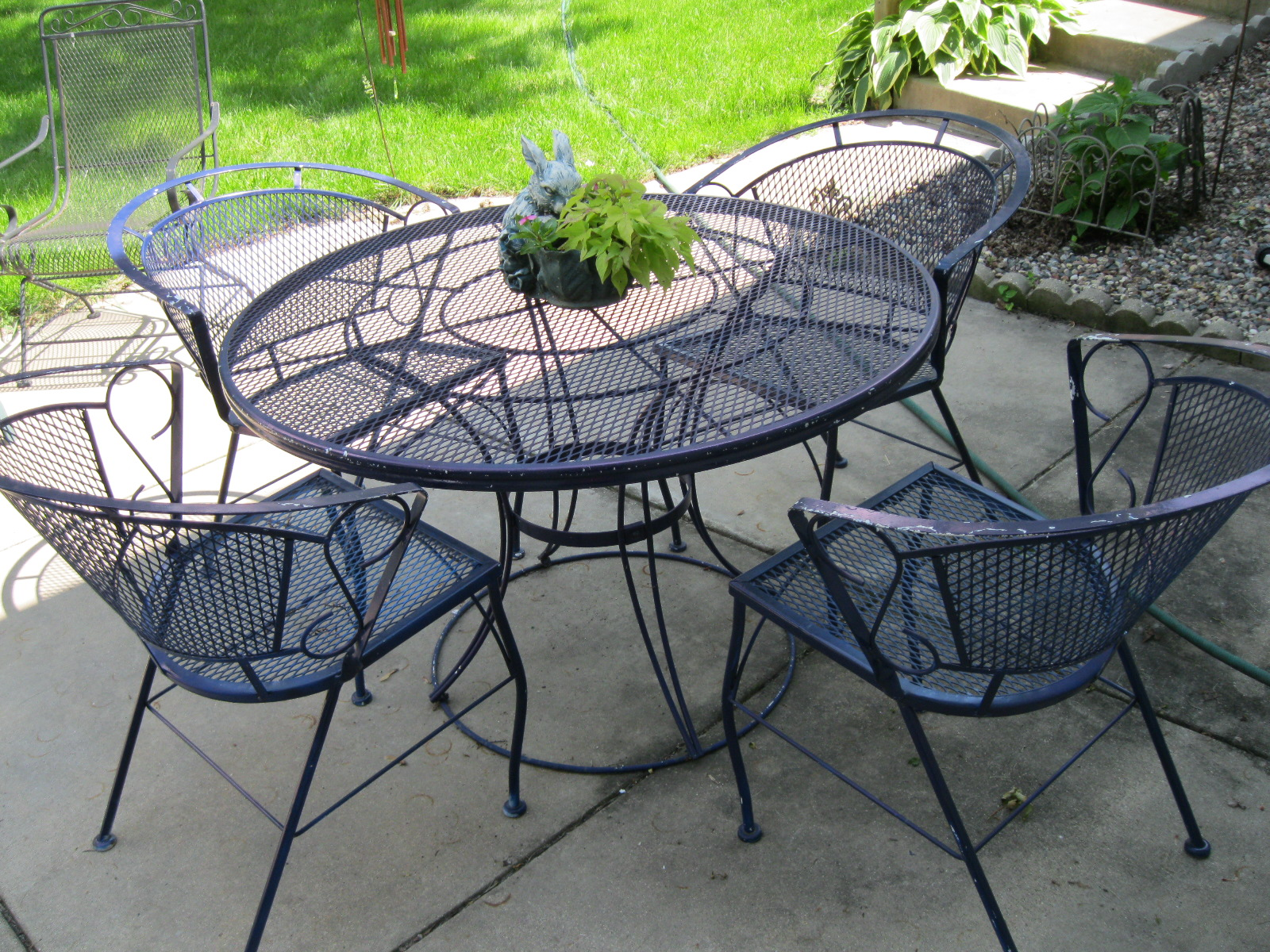 Garage sale gal patio set pretty toes and books for Best wrought iron patio furniture
