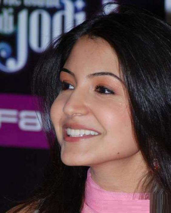 kissing photos of anushka sharma. Anushka Sharma kissing and hot