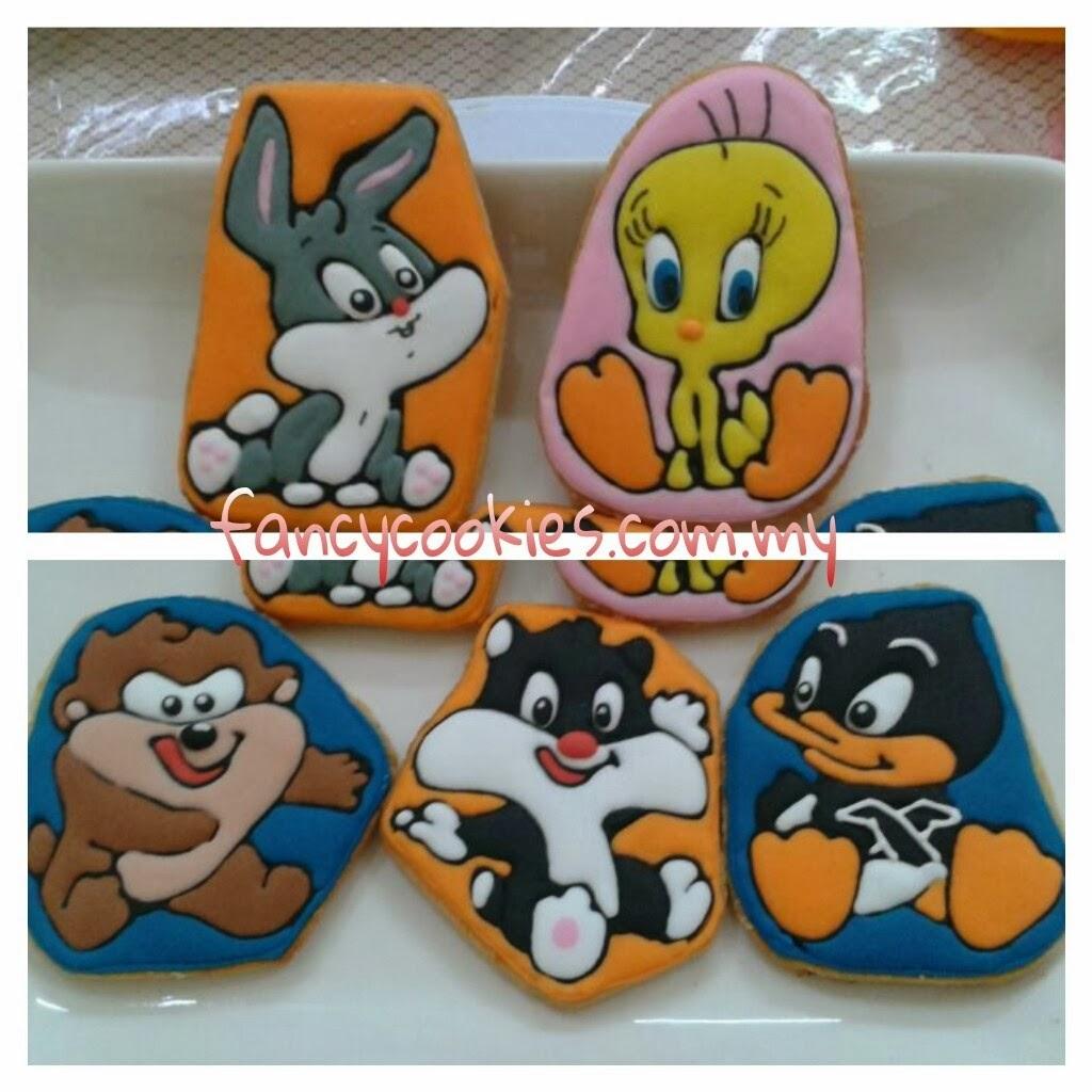 Baby Looney Tunes characters cookies - bugs bunny, tweety bird, tazmania devil, sylvester, daffy duck