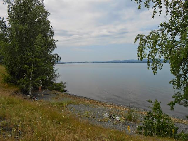 Маленький удобный пляж на берегу озера Большие Касли
