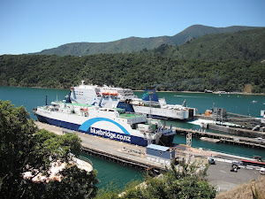Ferry para cruzar las islas Nueva Zelanda