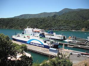 Ferry para cruzar las islas Nueva Zelanda