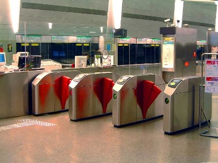 Singapore MRT card Taping place at stations