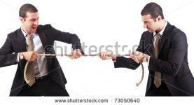 trabalhadores gêmeos disputando