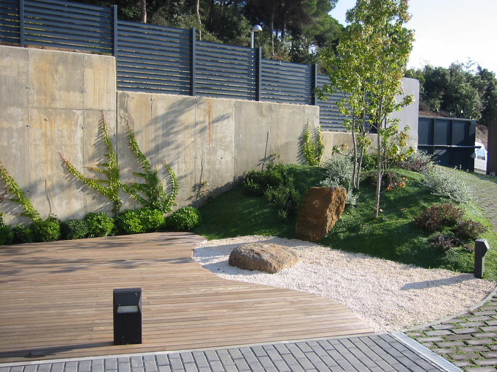 Jardinitis jard n moderno for Jardines de patios modernos