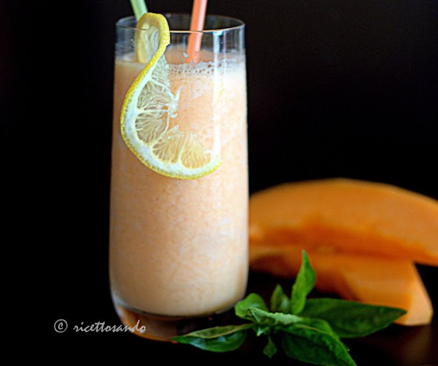 Smoothie di melone e yogurt di kefir ricetta fresca frullata