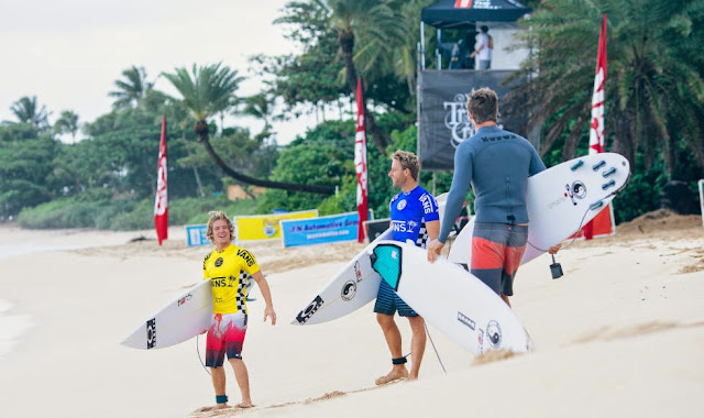 29 Vans World Cup of Sufing 2014 Paddle Out Foto ASP