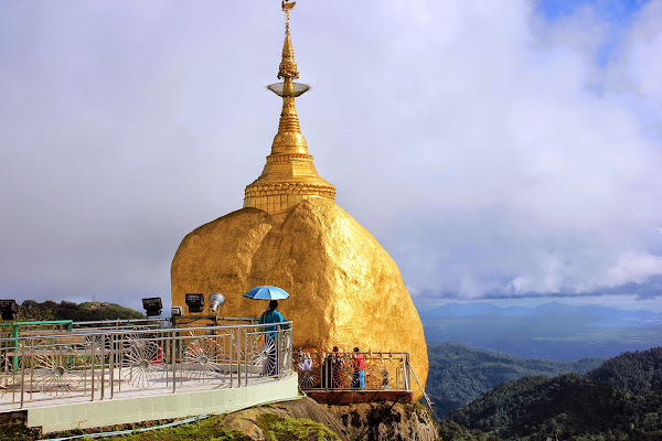 Kyaiktiyo golden rock - Myanmar